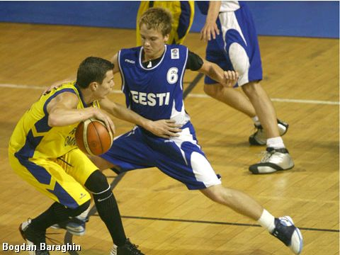 Sten Sokk of Estonia defends Romania